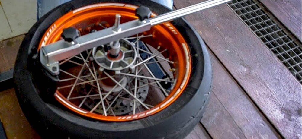 Motorradreifen Montiermaschine