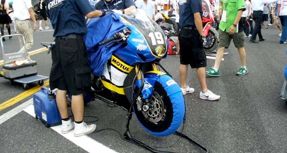 Reifenwärmer für die Rennstrecke