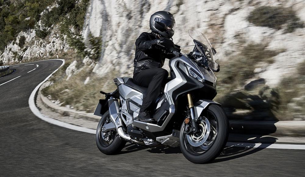 Maxi-Scooter Roller Motorradreifen Test 2020